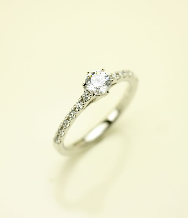 pic-engaged_ring-02