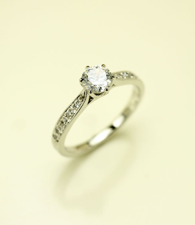 pic-engaged_ring-05