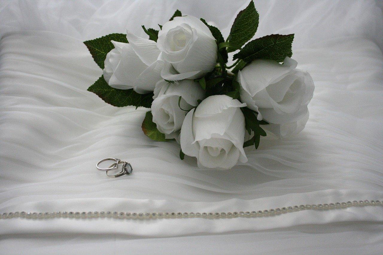 結婚指輪ご購入のお客様には専用のペアケースお付けいたします。