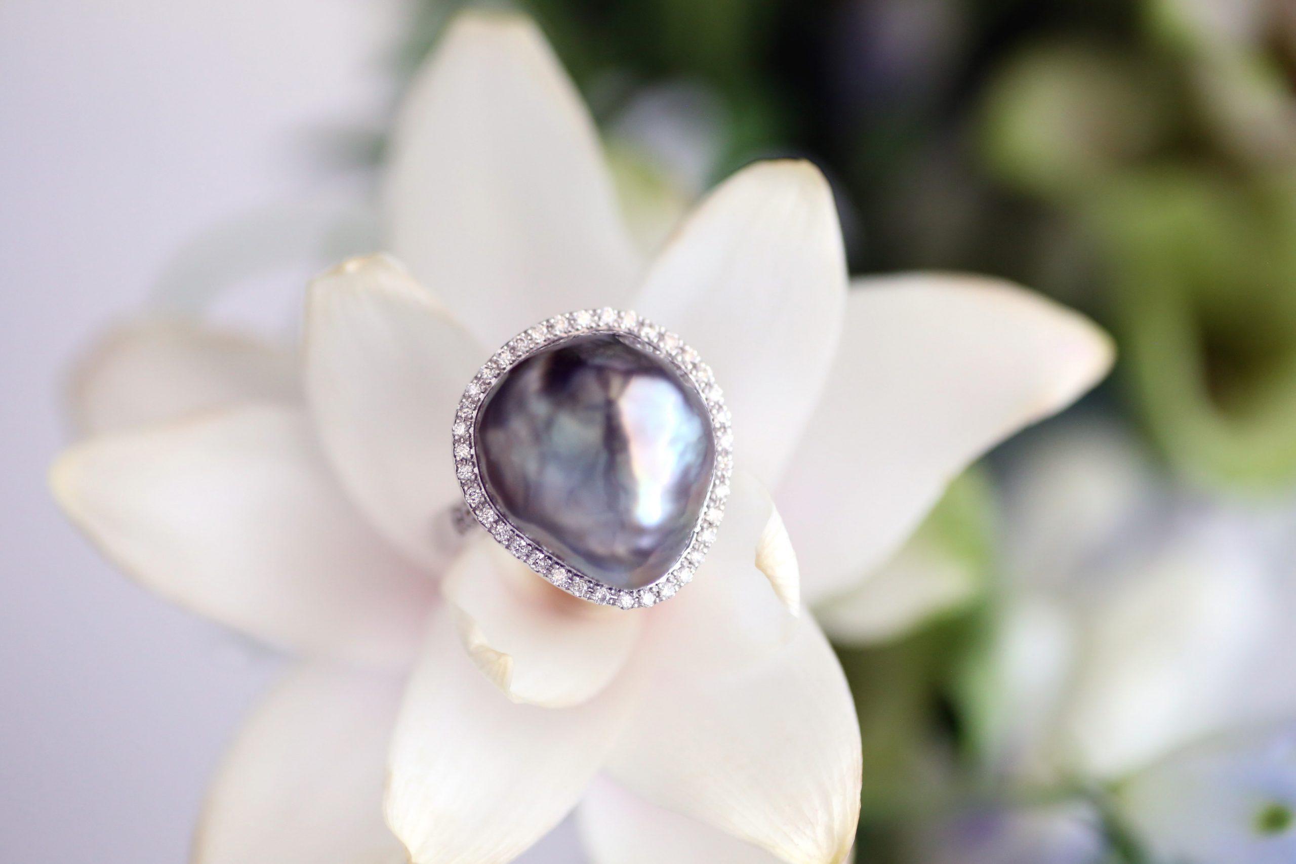 黒蝶真珠のバロックパールリング