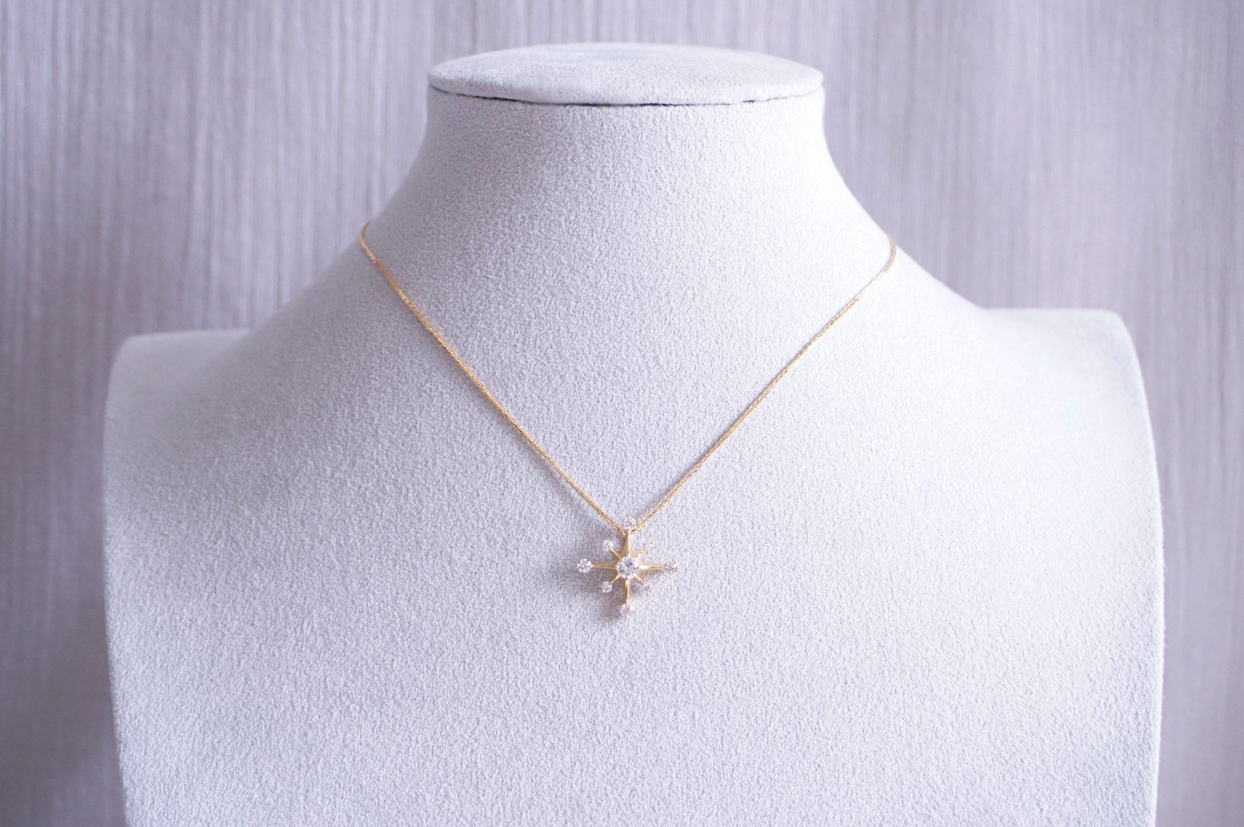 スター型ダイヤペンダントネックレス
