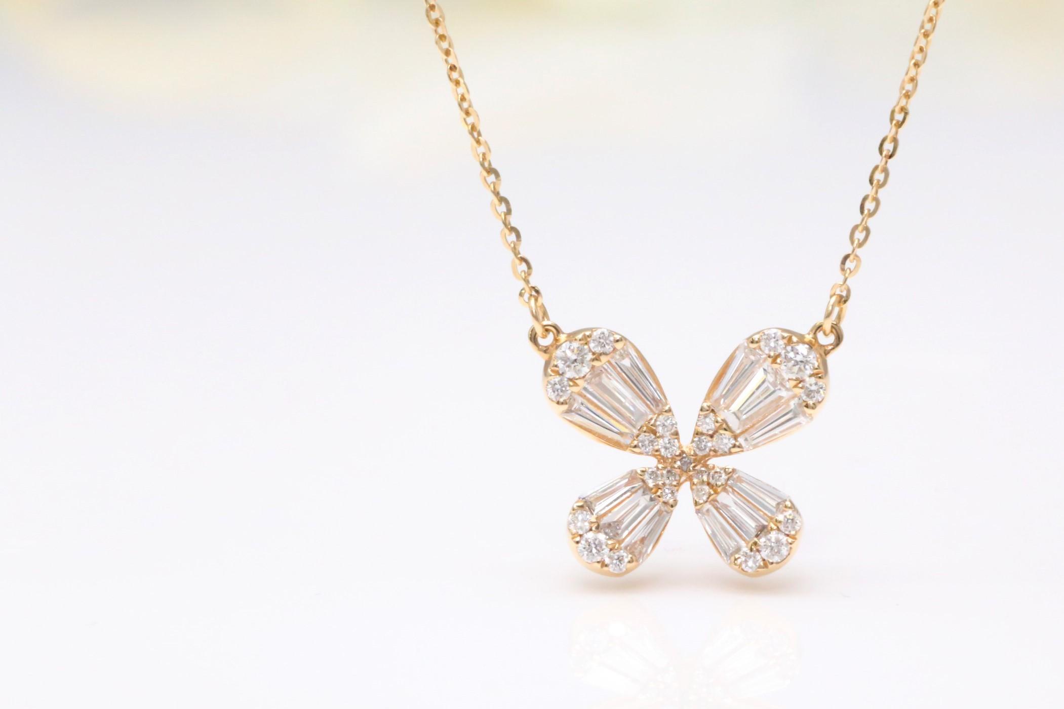 蝶のダイヤペンダント